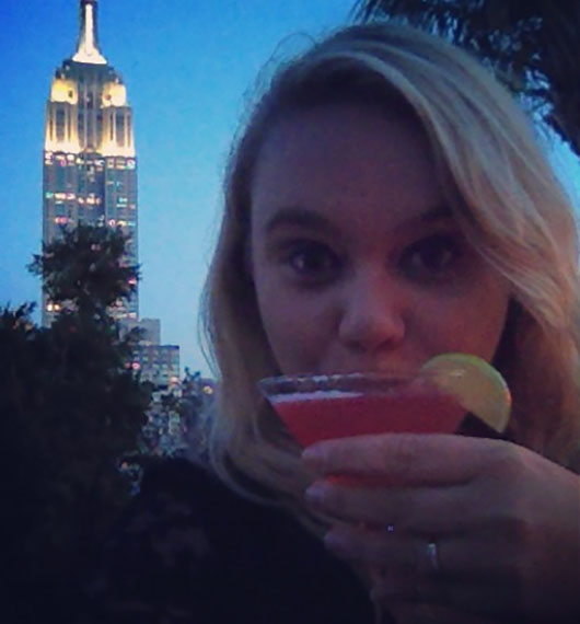 230 FIFTH ROOFTOP BAR NEW YORK MANHATTAN EMPIRE STATE BUILDING COCKTAIL WITH VIEW