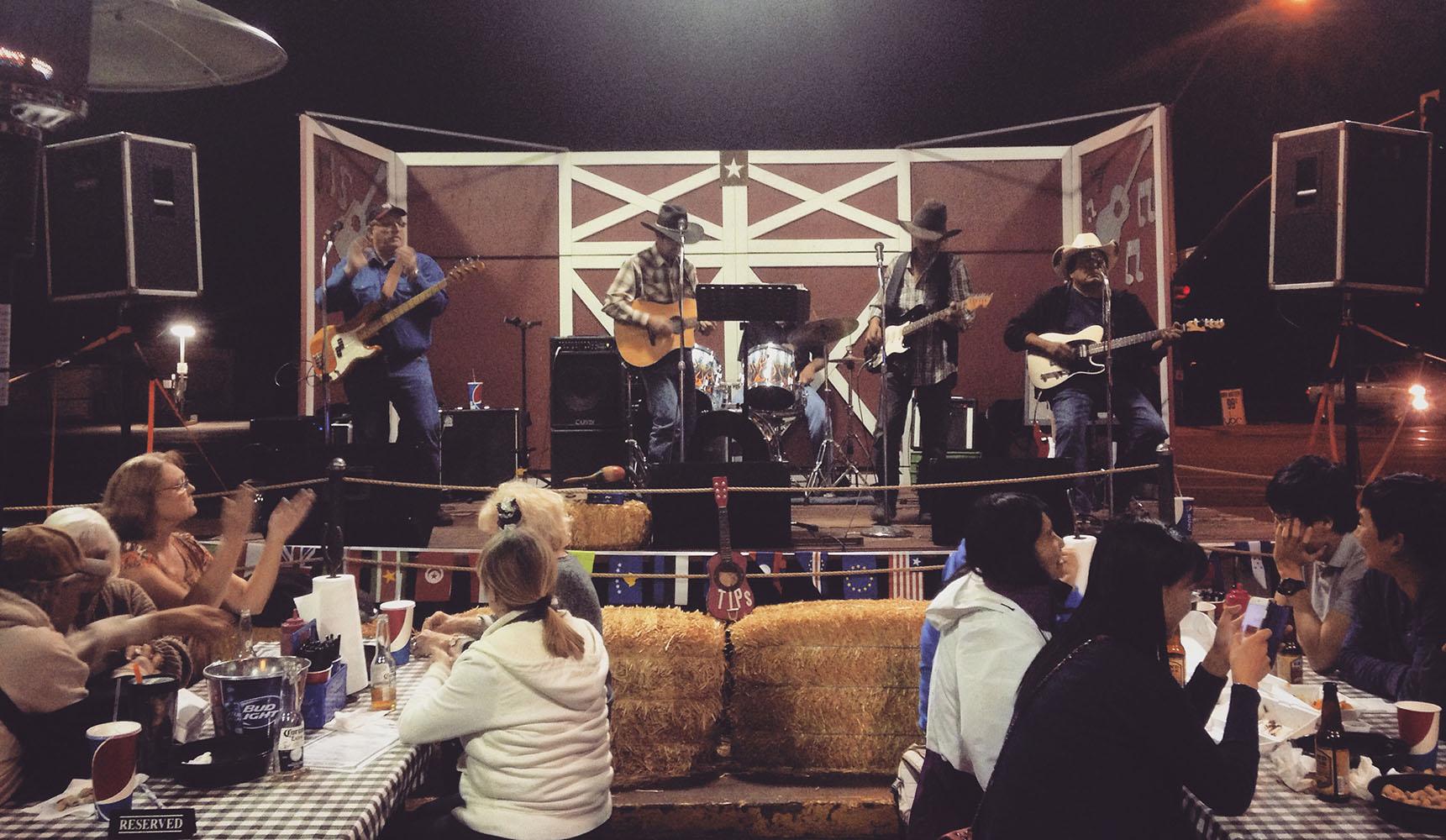Big John's Texas BBQ USA Arizona Page Lake Powell concert show country music cowboy