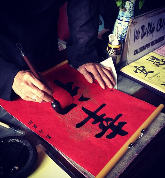 Lac Hoan Kiem vietnam hanoi calligraphie bonheur