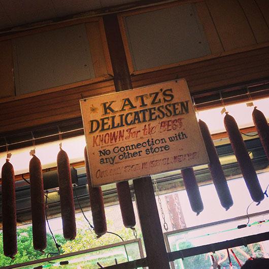 Katz Delicatessen pastrami sandwich new york east village quand harry rencontre sally