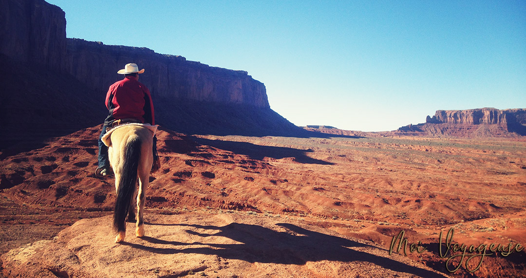 Monument Valley Arizona Road Trip USA cheval cowboy indien john ford point
