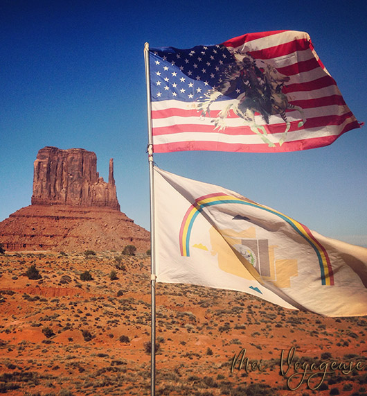 Monument Valley Arizona Road Trip USA drapeau navajo