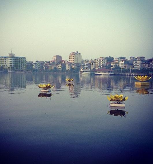 Pagode Tran Quoc Hanoi Vietnam vue lac de l'ouest lotus