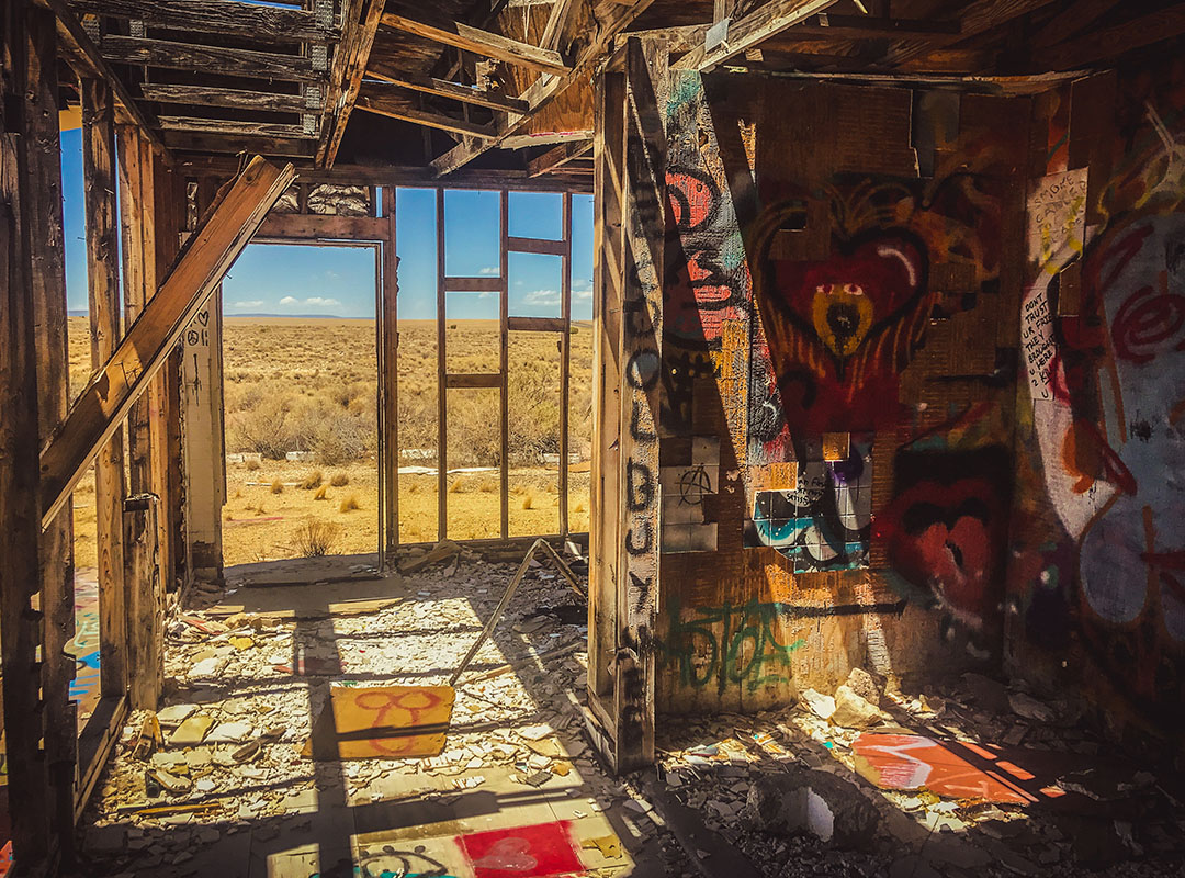 Two guns ghost town arizona route 66 road trip street art USA