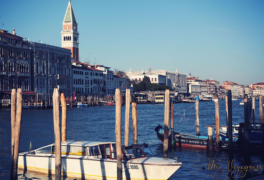 Depuis Vaporetto Venise grand canal campanile